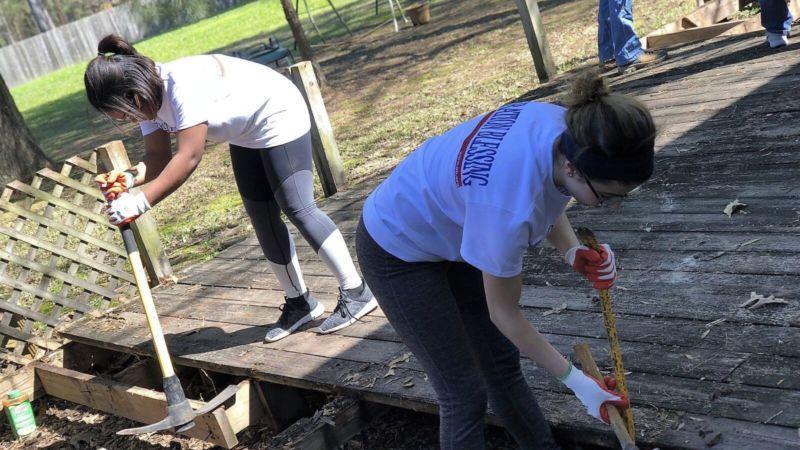 Dismantling wood